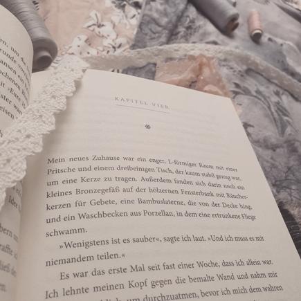 """Offene Seite aus """"Ein Kleid aus Seide und Sternen"""""""