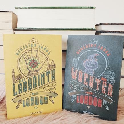 Cover des ersten und vierten Bandes der Alex Verus Buchreihe