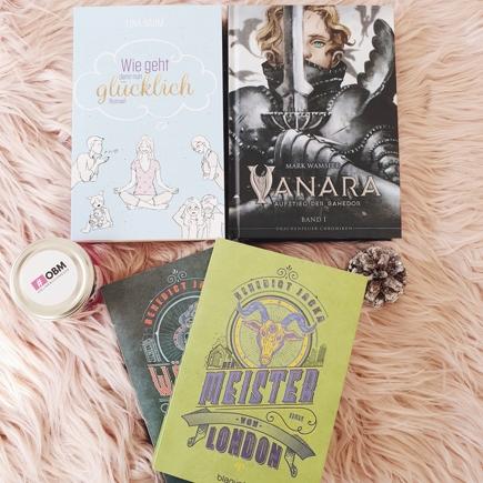 """Cover """"Wie geht denn nun glücklich"""", """"Vanara"""", """"Der Wächter von London"""" und """"Der Meister von London""""; dazu Buchkerze der OBM 2020"""