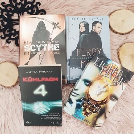 """Cover der Bücher """"Scythe"""", """"Ferryman"""", """"Kühlfach 4"""" und """"LightDark"""""""